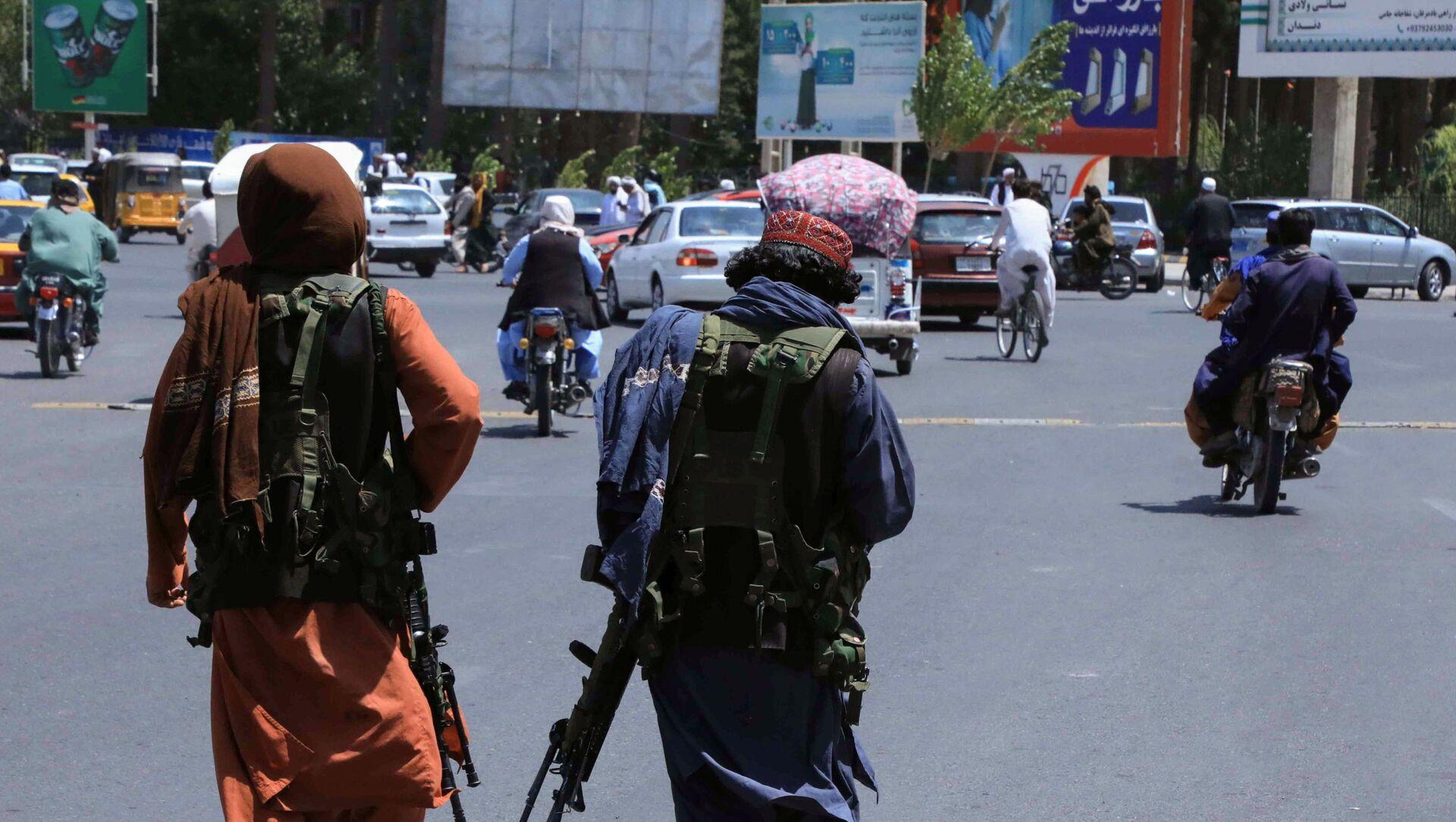 Quân lính Taliban* tuần tra trên đường phố ở Herat, Afghanistan - Sputnik Việt Nam, 1920, 16.08.2021