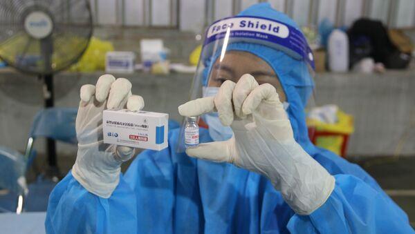 Vaccine Vero Cell của Sinopharm được sử dụng tiêm chủng tại điểm tiêm số 1 Huyền Trần Công Chúa (Quận 1). - Sputnik Việt Nam