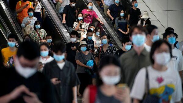 Những người đeo khẩu trang ở Thượng Hải - Sputnik Việt Nam