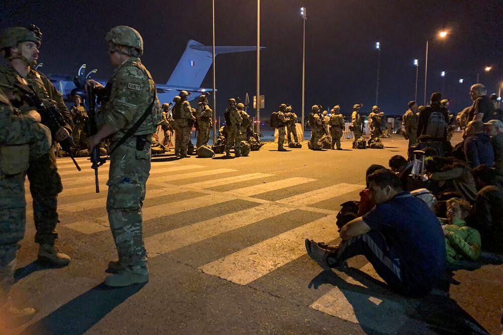 Binh sĩ quân đội Pháp tại sân bay ở Kabul