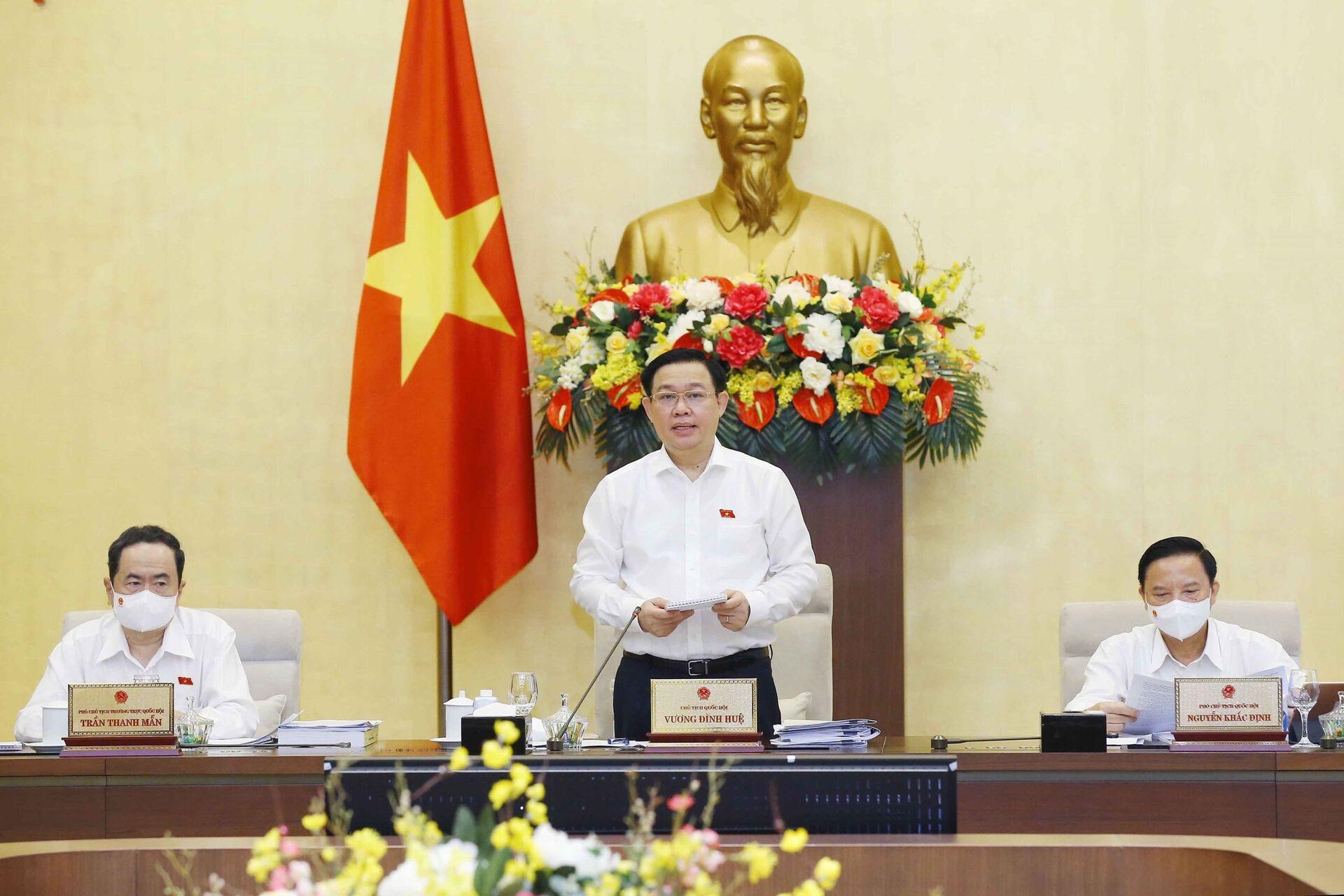 Chủ tịch Quốc hội Vương Đình Huệ phát biểu khai mạc phiên họp. - Sputnik Việt Nam, 1920, 05.10.2021