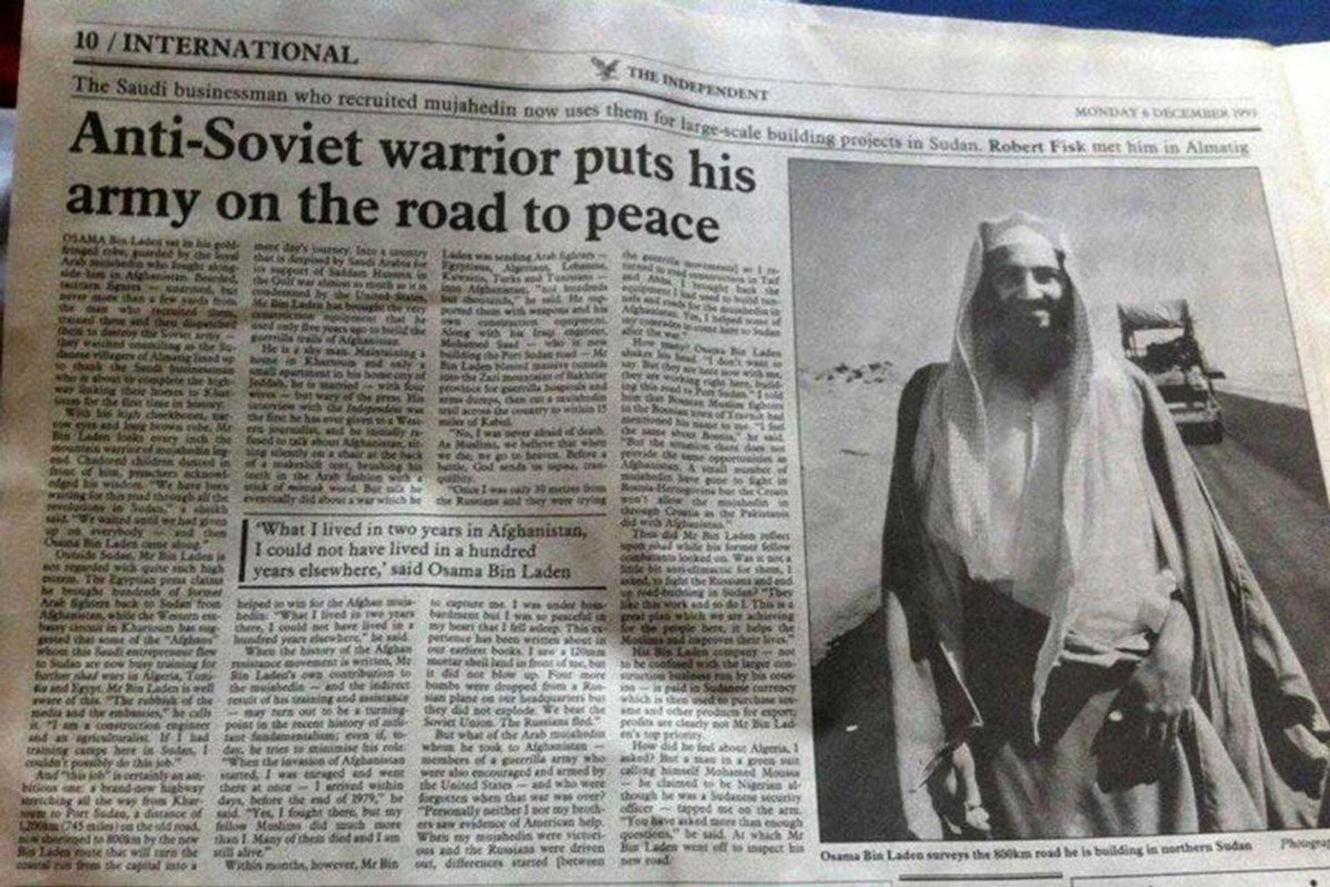 """Tờ báo Anh """"The Independent"""" năm 1986 còn đăng ảnh Bin Laden kèm theo một bài bình luận nhan đề """"Anti Soviet warrior puts his army on the road to peace"""" (Chiến binh chống Liên Xô đưa quân đội của mình lên đường đến hòa bình). - Sputnik Việt Nam, 1920, 05.10.2021"""