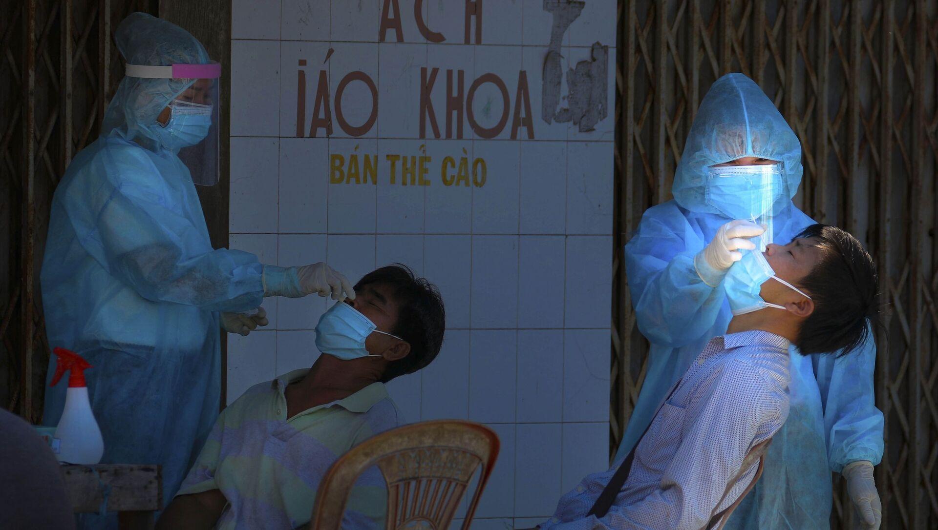 Lấy mẫu 5% người dân trong khu vực bình thường mới để xét nghiệm test kháng nguyên mẫu gộp.  - Sputnik Việt Nam, 1920, 17.08.2021