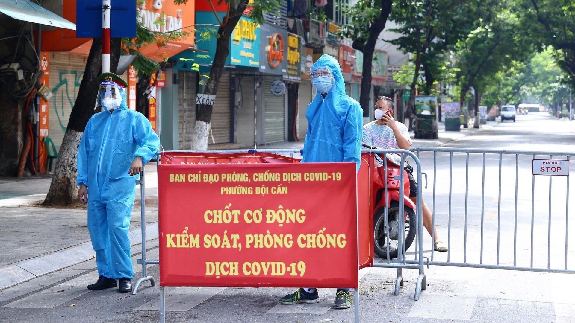 Hà Nội phong tỏa một đoạn phố Đội Cấn liên quan đến 16 ca nhiễm COVID-19 - Sputnik Việt Nam, 1920, 30.08.2021