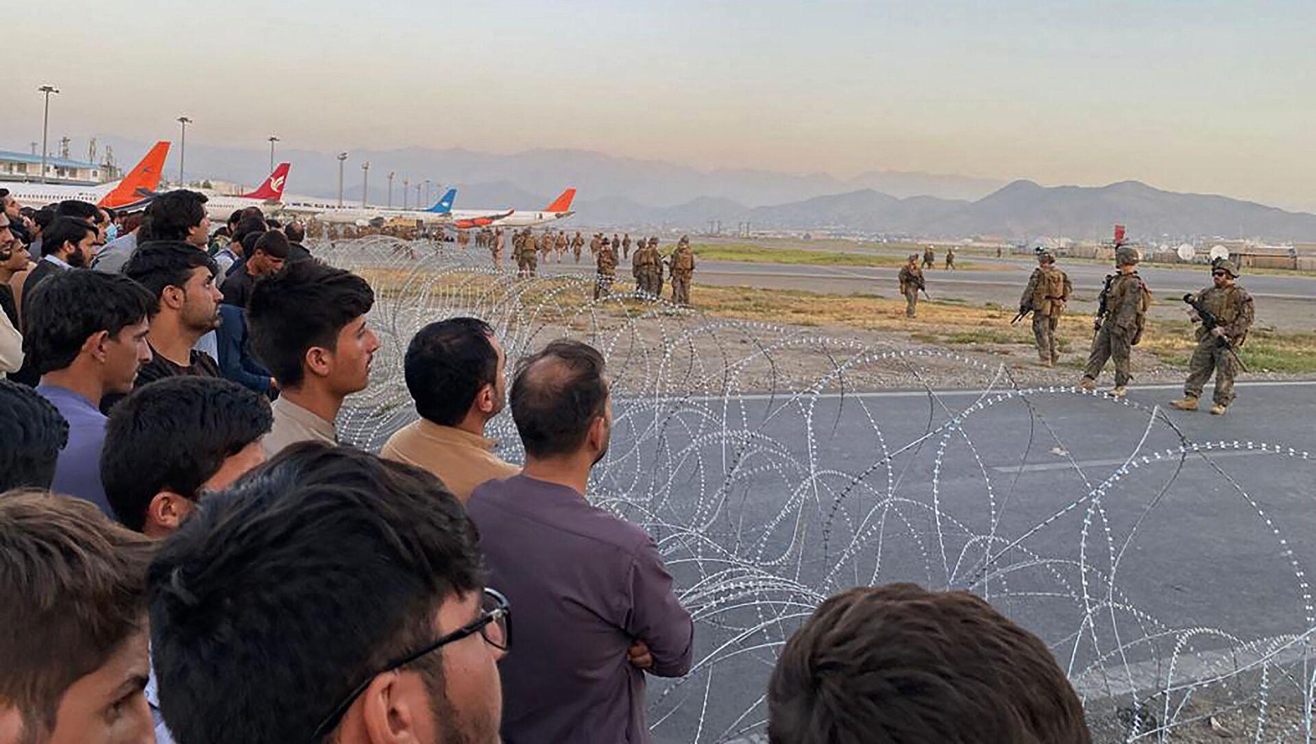 Lính Mỹ bảo vệ sân bay ở Kabul, Afghanistan - Sputnik Việt Nam, 1920, 18.08.2021