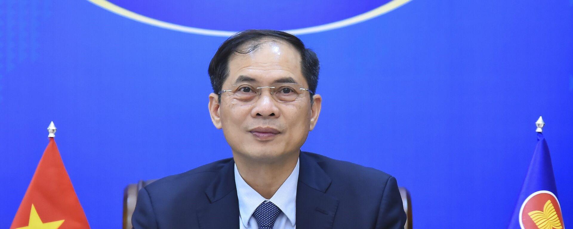 Bộ trưởng Bộ Ngoại giao Bùi Thanh Sơn dự Hội nghị trực tuyến cam kết hỗ trợ nhân đạo của ASEAN cho Myanmar. - Sputnik Việt Nam, 1920, 16.09.2021