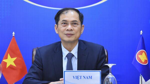 Bộ trưởng Bộ Ngoại giao Bùi Thanh Sơn dự Hội nghị trực tuyến cam kết hỗ trợ nhân đạo của ASEAN cho Myanmar. - Sputnik Việt Nam