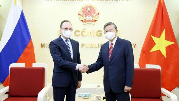 Bộ trưởng Công an Tô Lâm tiếp Đại sứ Liên bang Nga tại Việt Nam - Sputnik Việt Nam
