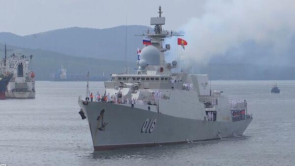 Các chiến hạm của Hải quân Việt Nam được chào đón long trọng tại bến tàu của Hạm đội Thái Bình Dương trong khuôn khổ cuộc thi Cúp Biển - Sputnik Việt Nam