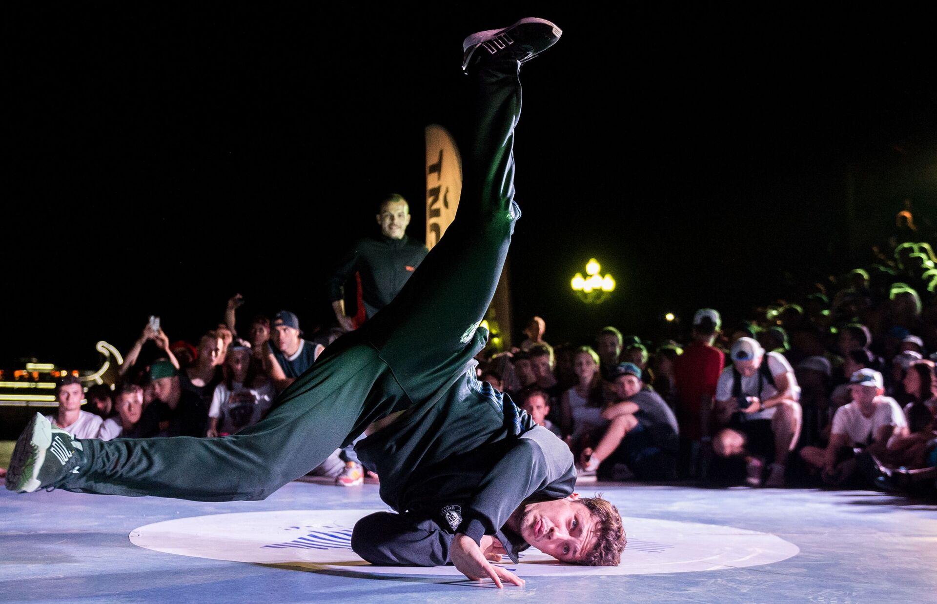 Các vũ công trong Giải vô địch thế giới về Break Dance CrimeaBreakDanceWorldCup - Sputnik Việt Nam, 1920, 05.10.2021