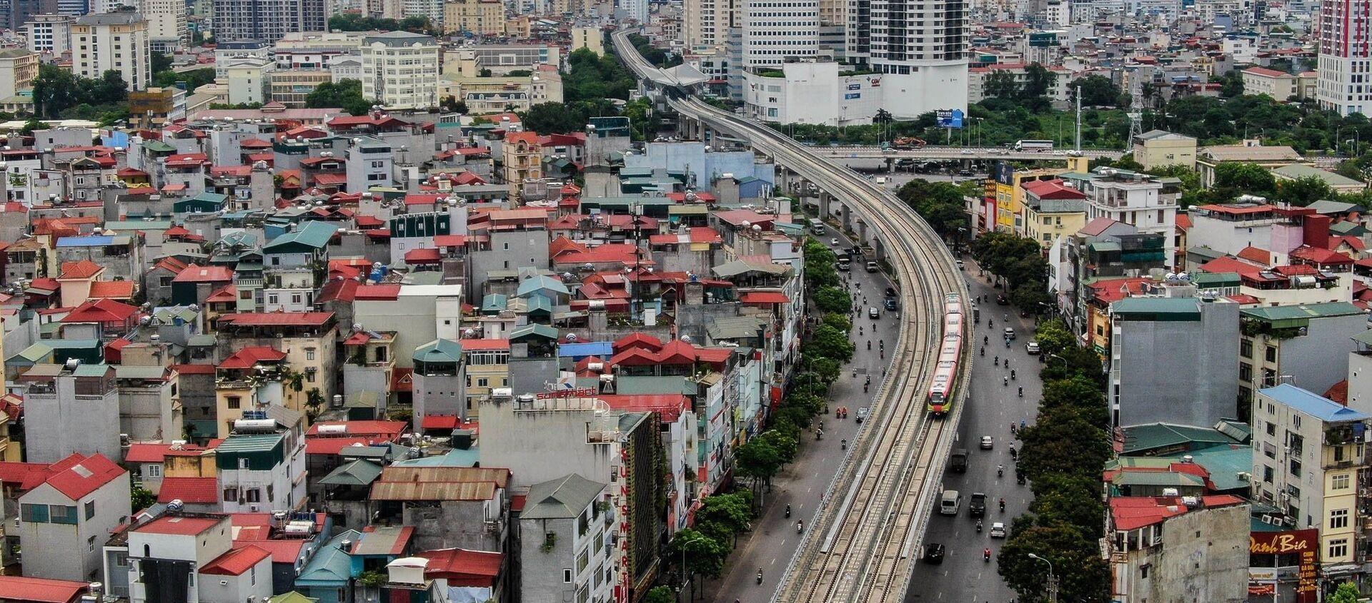 Đoàn tàu chạy qua tuyến đường Nhổn - Ga Hà Nội (đoạn trên cao dài 8,5km từ Nhổn đến Đại học Giao thông vận tải). - Sputnik Việt Nam, 1920, 19.08.2021
