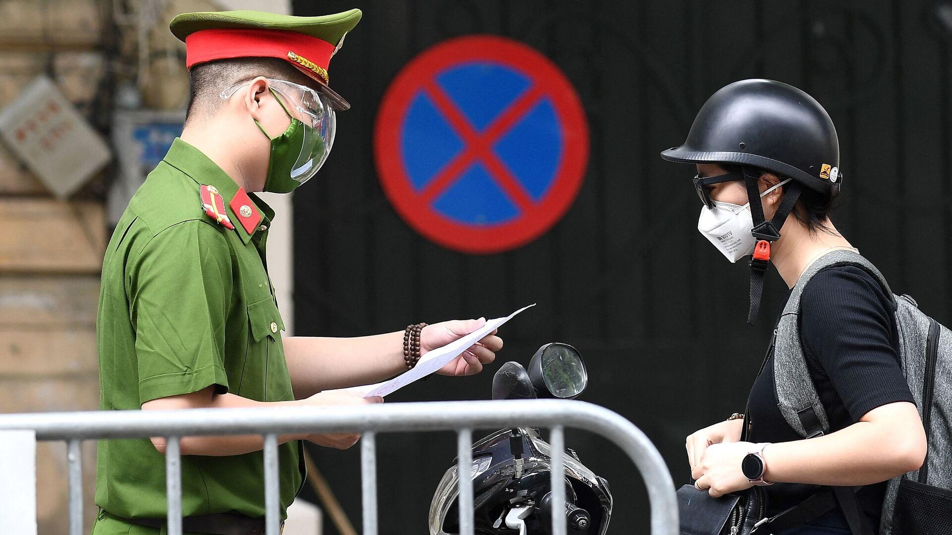 Cảnh sát kiểm tra giấy tờ - Sputnik Việt Nam, 1920, 23.09.2021