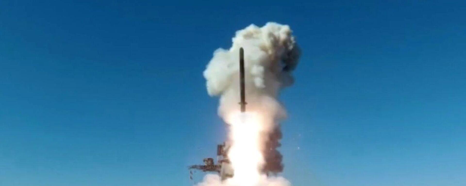 Phóng tên lửa hành trình Kalibr từ khinh hạm Marshal Shaposhnikov trên Biển Nhật Bản - Sputnik Việt Nam, 1920, 20.08.2021