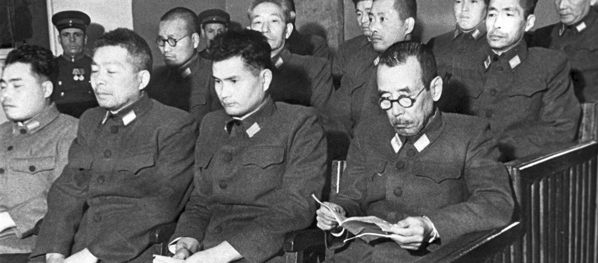 Các bị cáo tại phiên tòa xét xử vụ cựu quân nhân Nhật Bản bị cáo buộc chuẩn bị sử dụng vũ khí vi khuẩn. Khabarovsk, 1949 - Sputnik Việt Nam, 1920, 20.08.2021