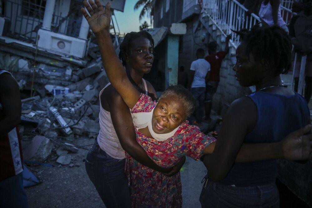 Người thân của cô bé thiệt mạng trong trận động đất ở Haiti