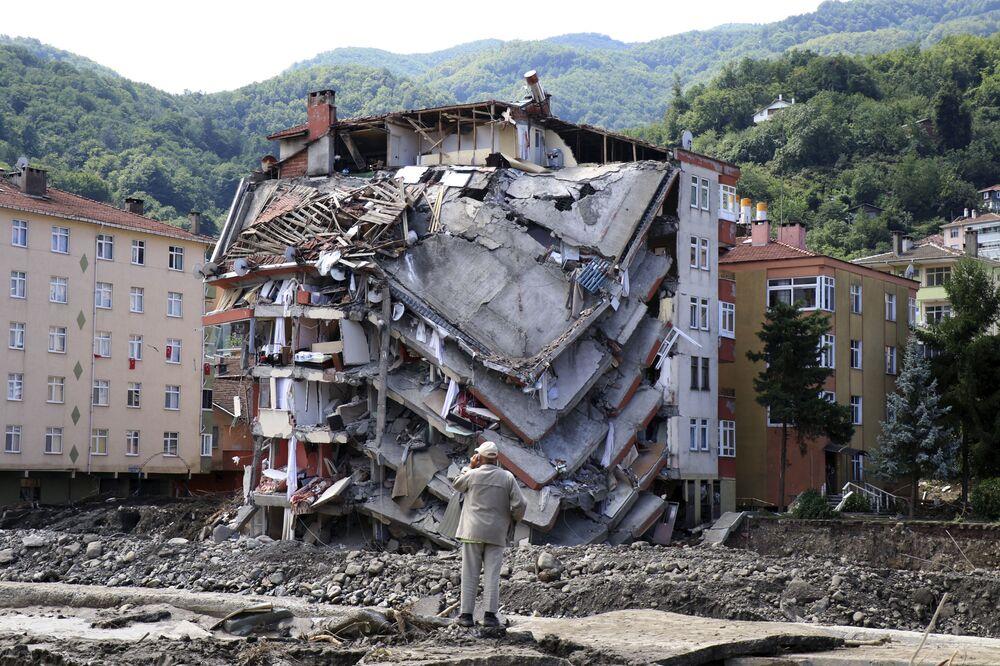 Tòa nhà bị lũ lụt phá hủy ở thành phố Bozkurt, tỉnh Kastamonu, Thổ Nhĩ Kỳ