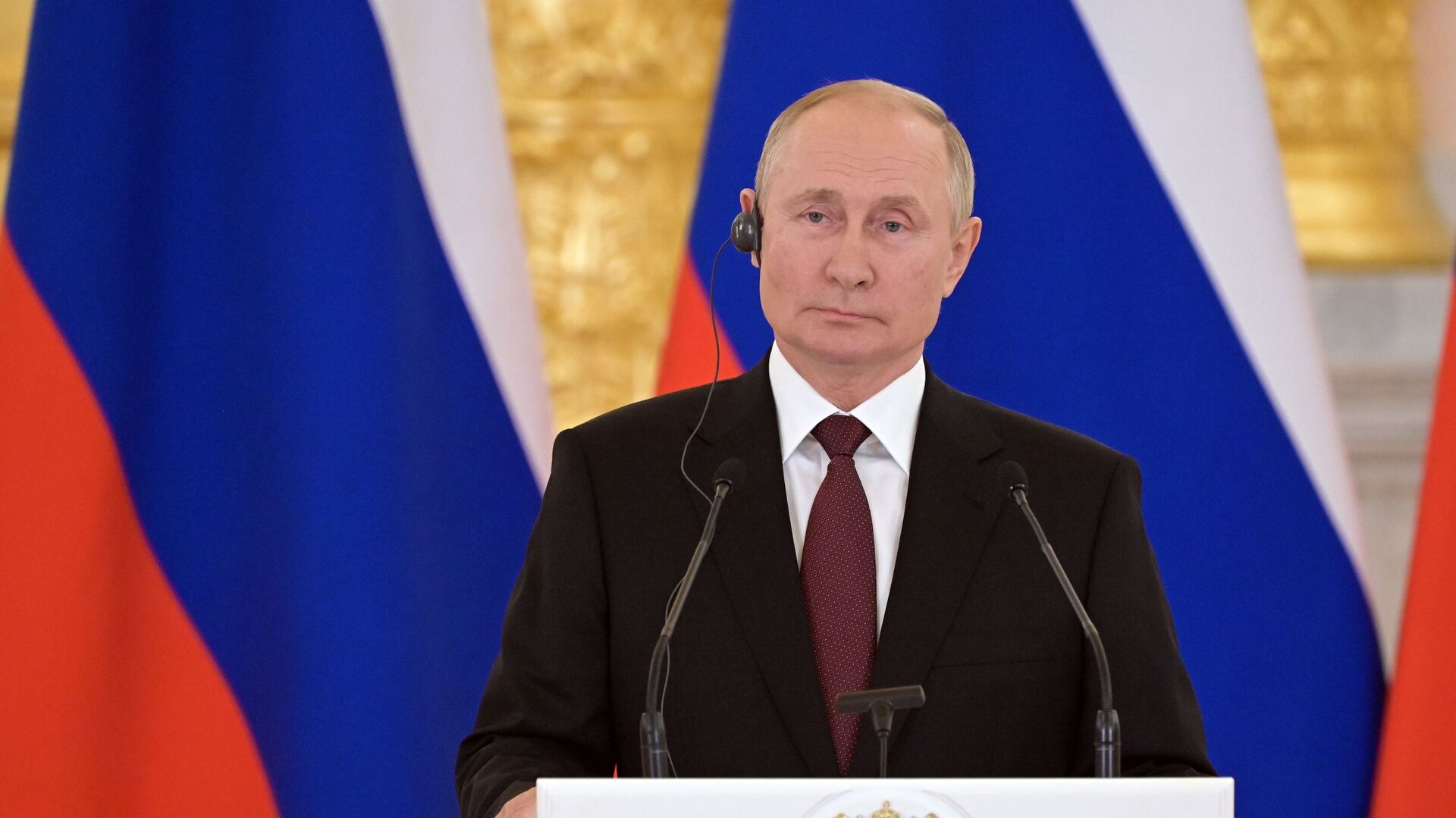 Tổng thống Nga Vladimir Putin trong cuộc họp báo sau cuộc hội đàm với Angela Merkel - Sputnik Việt Nam, 1920, 21.08.2021