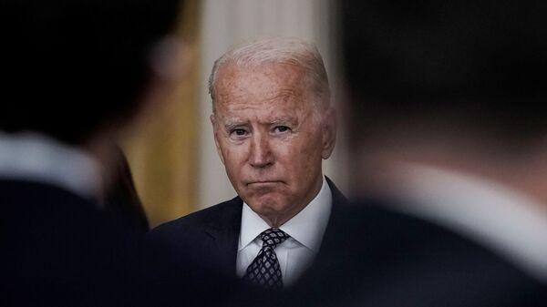 Tổng thống Joe Biden đưa ra nhận xét về các nỗ lực sơ tán và tình hình đang diễn ra ở Afghanistan trong bài phát biểu tại Phòng phía Đông tại Nhà Trắng ở Washington, Hoa Kỳ, ngày 20 tháng 8 năm 2021 - Sputnik Việt Nam