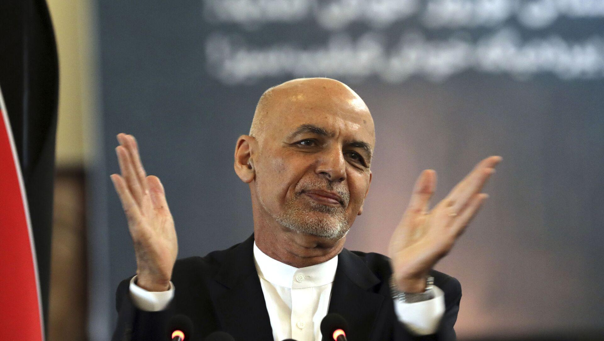FILE - Trong ảnh hồ sơ ngày 21 tháng 3 năm 2021, Tổng thống Afghanistan Ashraf Ghani phát biểu trong buổi lễ mừng Năm mới của người Ba Tư, Nowruz tại dinh tổng thống ở Kabul, Afghanistan. Tổng thống Afghanistan rời khỏi đất nước vào Chủ nhật, tháng Tám. Ngày 15 năm 2021, tham gia cùng đồng bào và người nước ngoài của mình trong một cuộc giẫm đạp chạy trốn khỏi Taliban đang phát triển và báo hiệu sự kết thúc của cuộc thử nghiệm kéo dài 20 năm của phương Tây nhằm tái tạo Afghanistan. - Sputnik Việt Nam, 1920, 21.08.2021