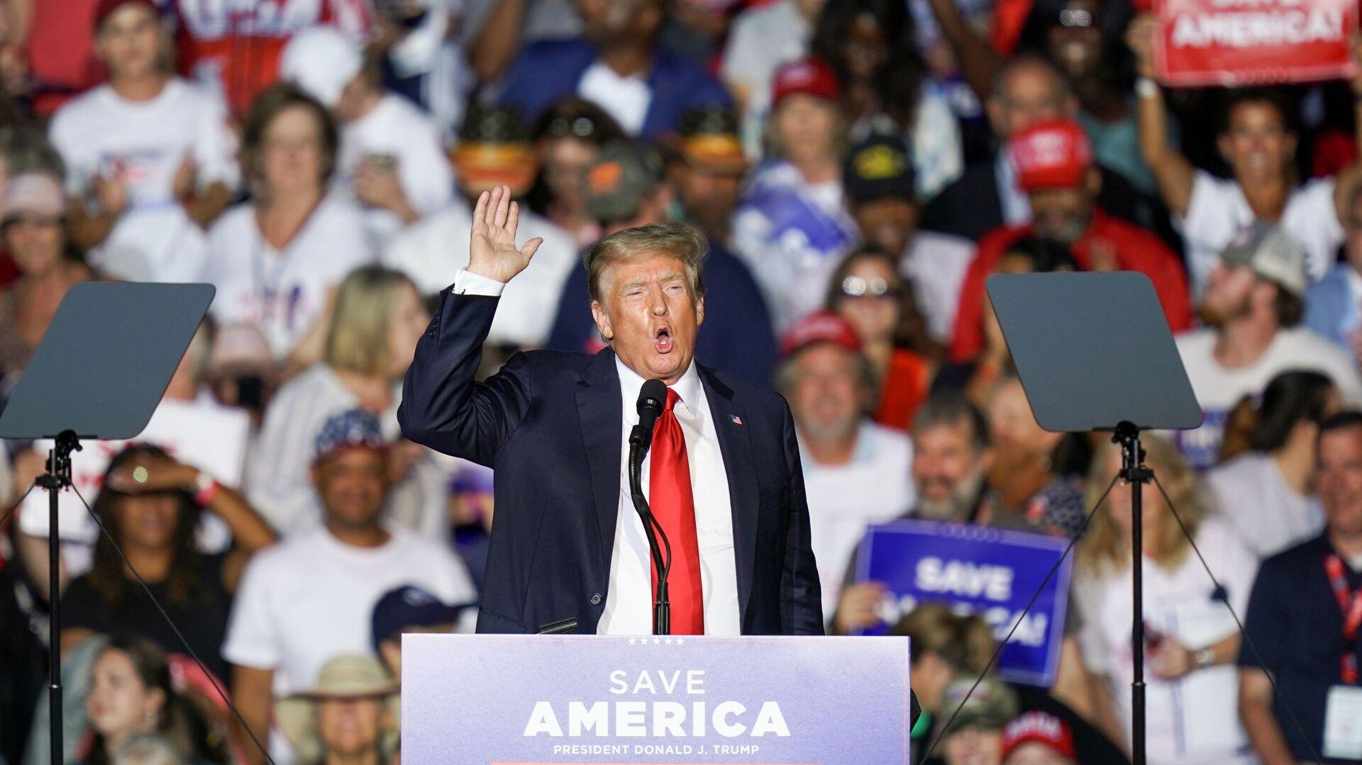 Cựu Tổng thống Hoa Kỳ Donald Trump tại cuộc mít tinh ở bang Alabama - Sputnik Việt Nam, 1920, 23.08.2021