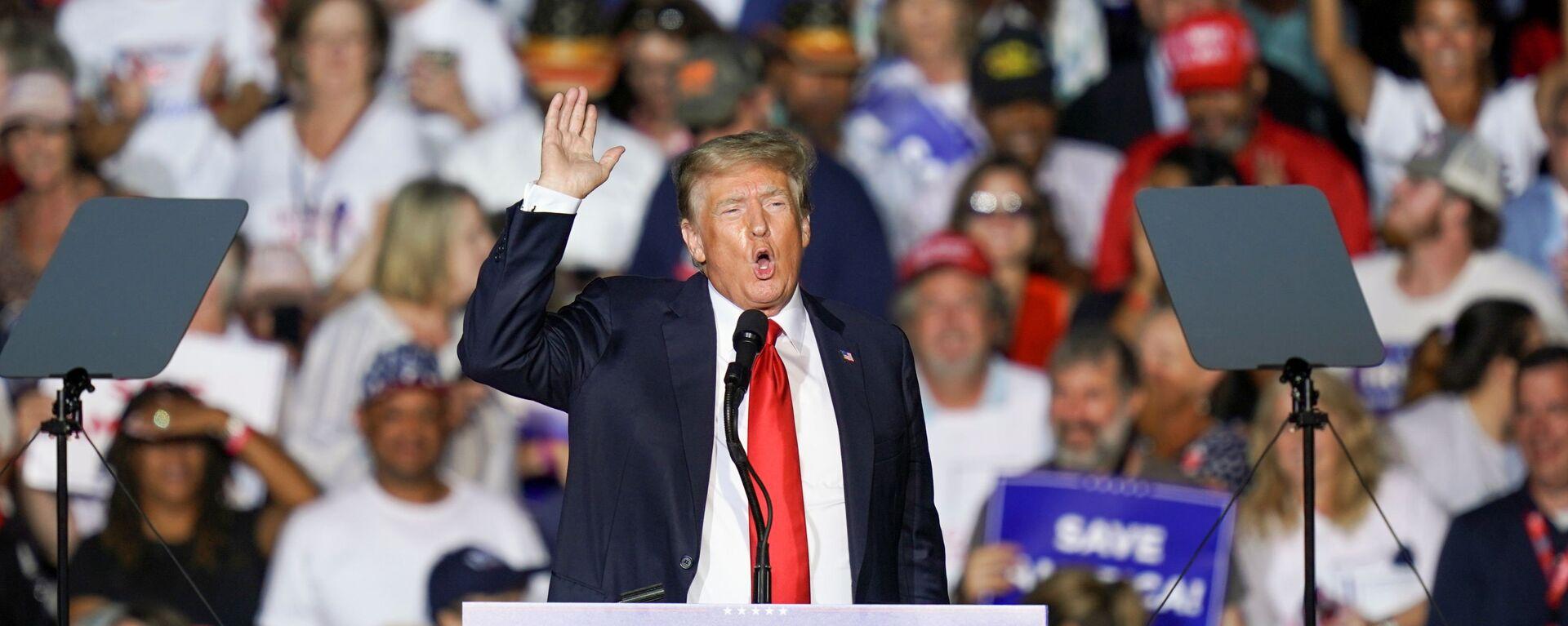 Cựu Tổng thống Hoa Kỳ Donald Trump tại cuộc mít tinh ở bang Alabama - Sputnik Việt Nam, 1920, 31.08.2021