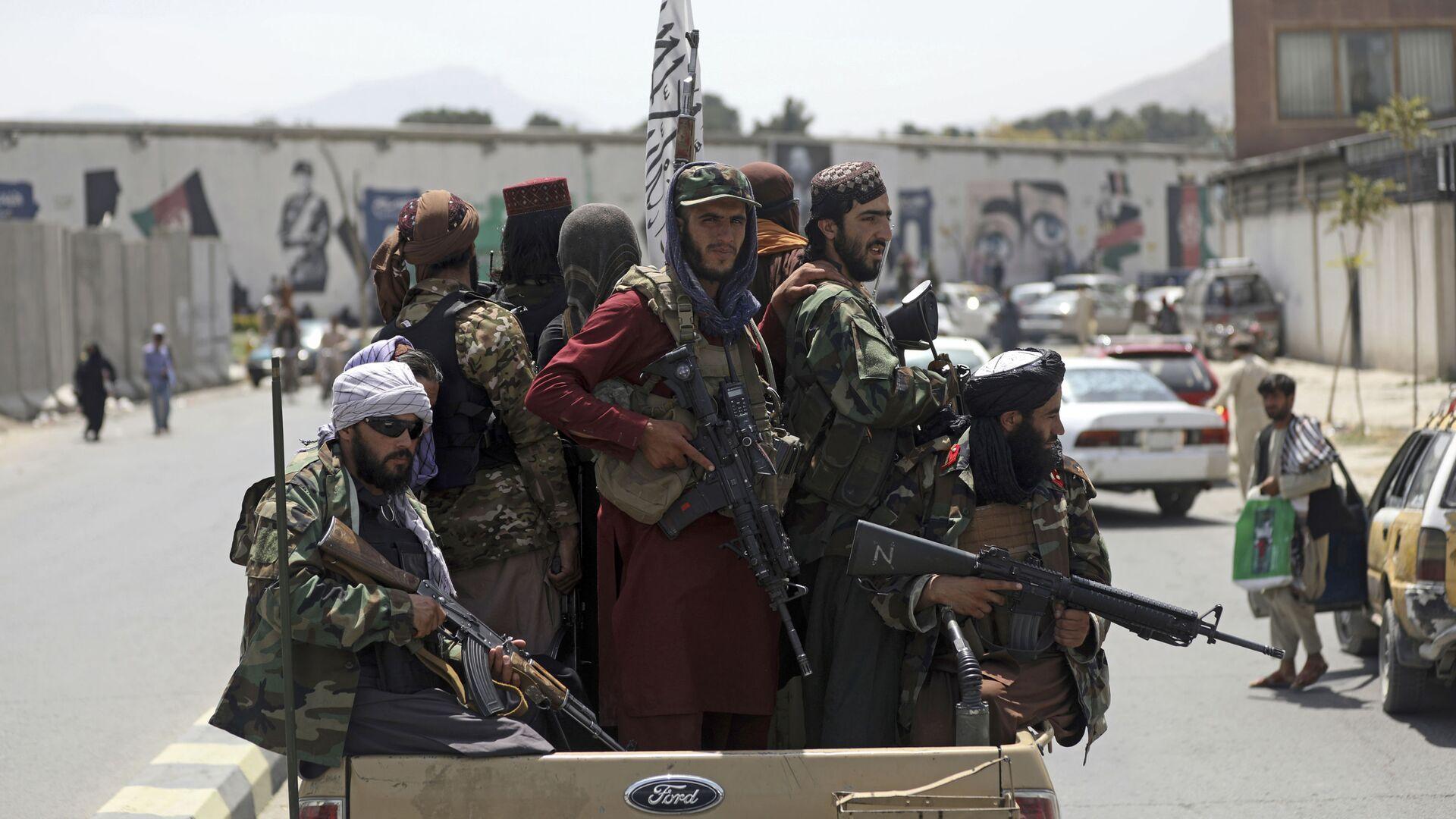 Các chiến binh Taliban* ở Kabul, Afghanistan - Sputnik Việt Nam, 1920, 22.08.2021