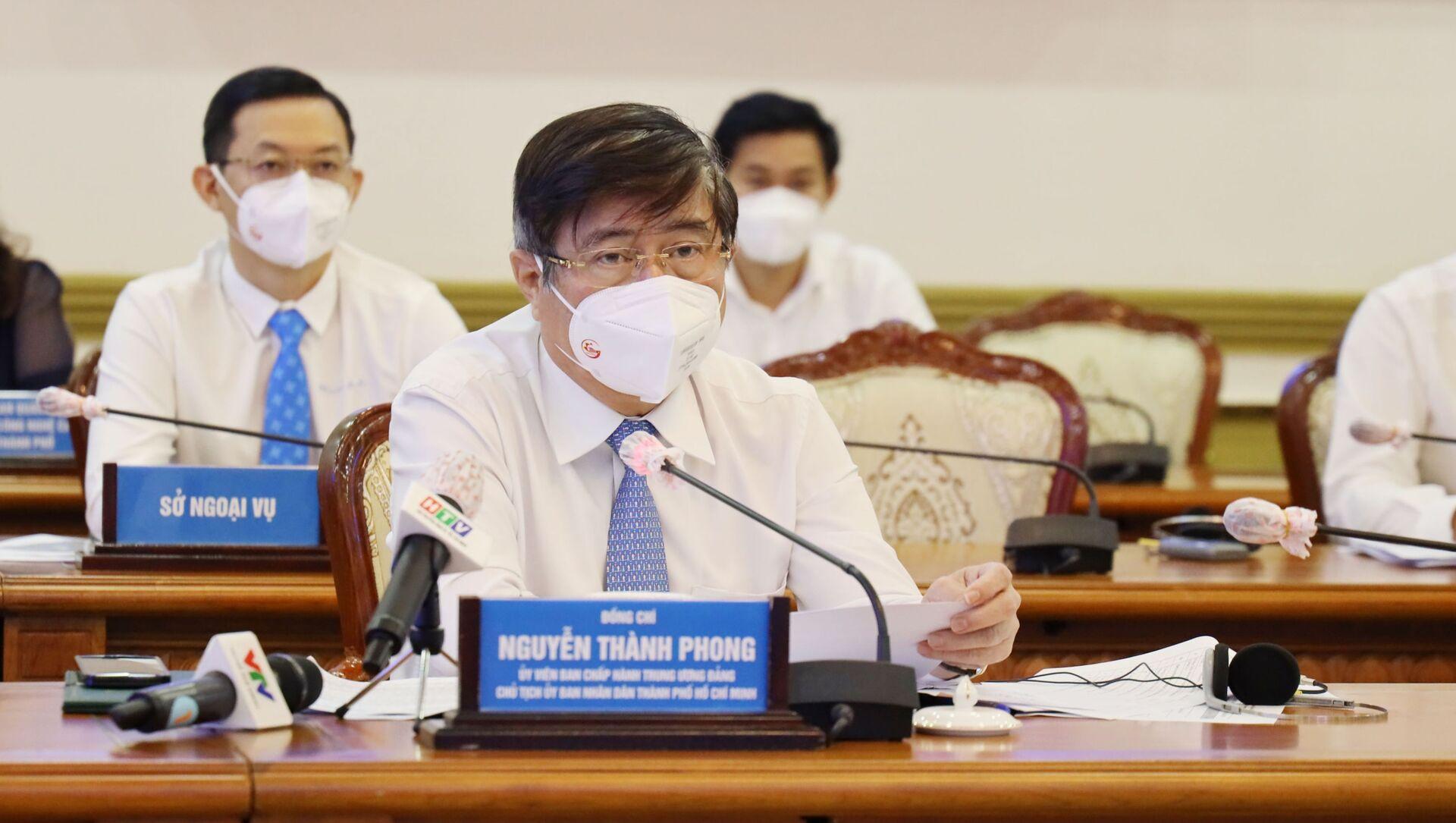 Ông Nguyễn Thành Phong, Chủ tịch UBND Tp. Hồ Chí Minh phát biểu tại hội nghị. - Sputnik Việt Nam, 1920, 23.08.2021