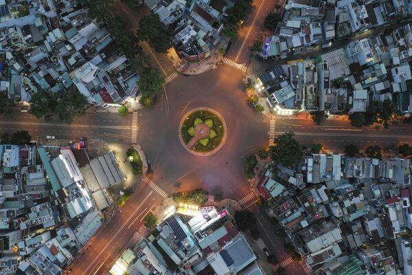 Ngã tư xưa nhộn nhịp nay vắng vẻ ở TP Hồ Chí Minh   - Sputnik Việt Nam