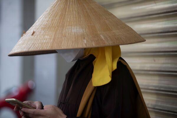 Nhà sư đeo khẩu trang ở TP Hồ Chí Minh   - Sputnik Việt Nam