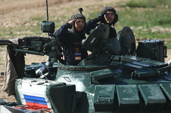 Kíp xe tăng Nga trong cuộc thi «Tank Biathlon-2021» - Sputnik Việt Nam