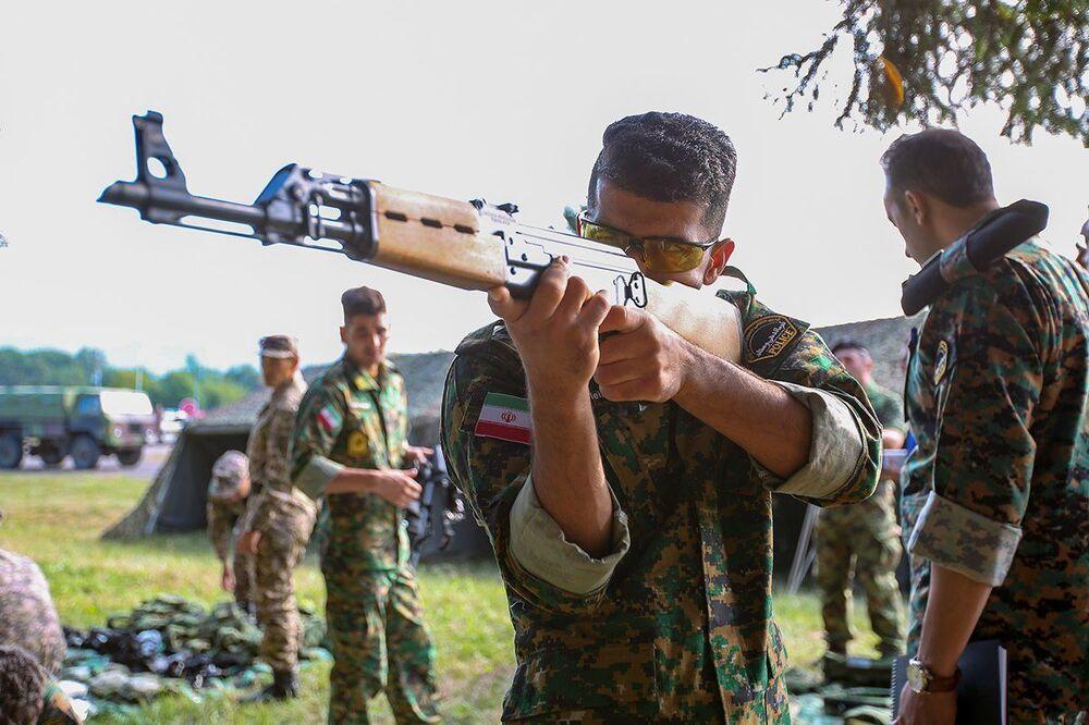 Những người  tham gia cuộc thi Người bảo vệ trật tự tại Army Games 2021, diễn ra ở  Serbia