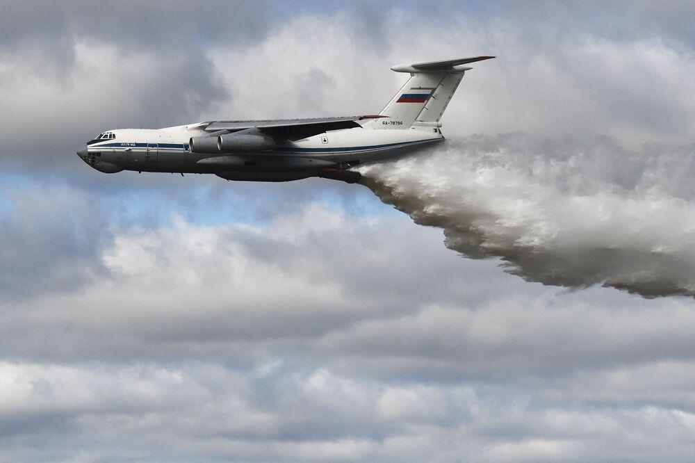Il-76MD bay trình diễn trong cuộc thi Tank Biathlon-2021