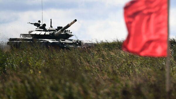 Xe tăng T-72B3 của đội Myanmar tại cuộc thi của các kíp tăng trong khuôn khổ Tank Biathlon-2021 - Sputnik Việt Nam