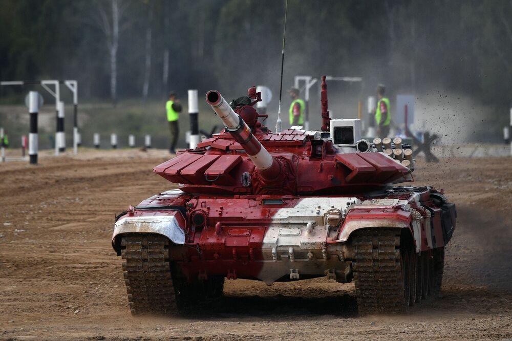 Kíp xe tăng T-72B3 quân đội Việt Nam trước giờ thi đấu tại cuộc thi quốc tế «Tank Biathlon-2021» tại thao trường Alabino, ngoại ô Moskva