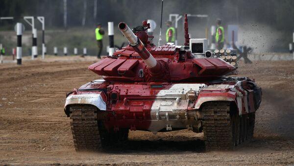 Kíp xe tăng T-72B3 quân đội Việt Nam trước giờ thi đấu tại cuộc thi quốc tế «Tank Biathlon-2021» tại thao trường Alabino, ngoại ô Moskva - Sputnik Việt Nam