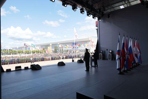 Tổng thống Nga Vladimir Putin tham dự lễ khai mạc Diễn đàn kỹ thuật-quân sự quốc tế ARMY-2021 và Hội thao quân sự quốc tế tại công viên quân sự-yêu nước Patriot ở Kubinka, ngoại ô Moskva. - Sputnik Việt Nam