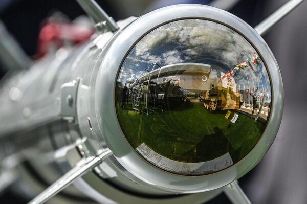 Tên lửa dẫn đường đa năng hạng nhẹ 305E trưng bày của Diễn đàn Quốc tế ARMY-2021 - Sputnik Việt Nam