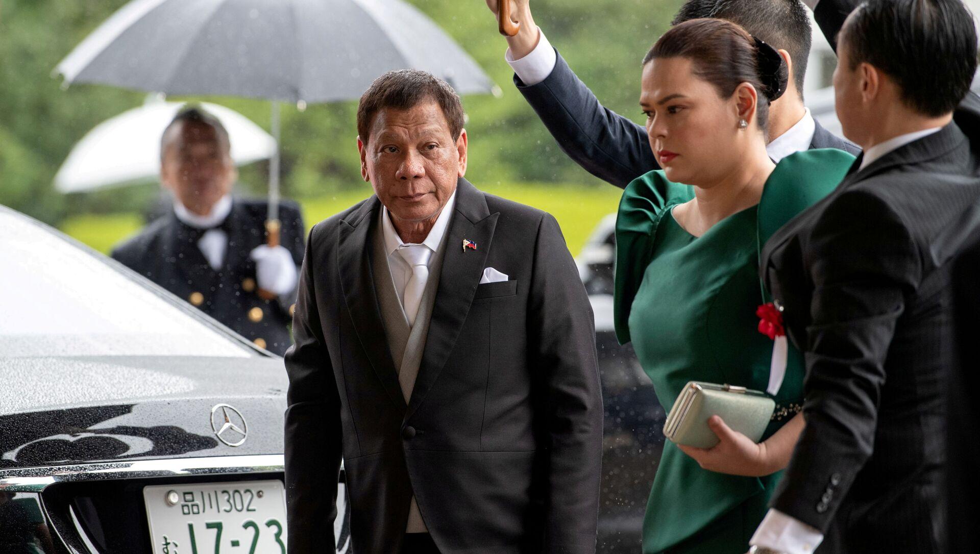 Tổng thống Rodrigo Duterte và con gái Sara đến dự lễ đăng quang của Nhật hoàng Naruhito ở Nhật Bản. - Sputnik Việt Nam, 1920, 24.08.2021