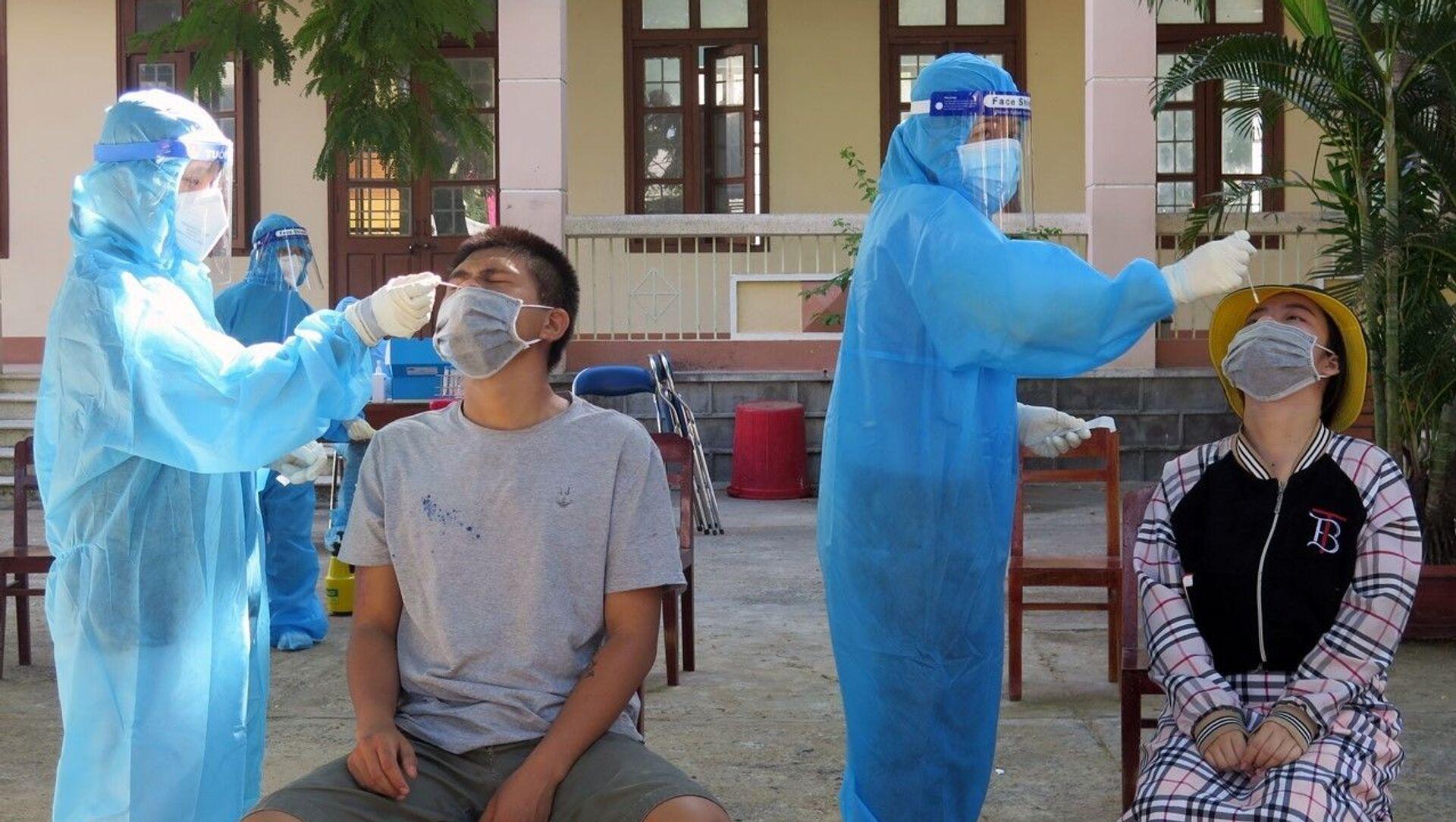 Tăng cường xét nghiệm SARS-CoV-2 tại thành phố Tuy Hòa. - Sputnik Việt Nam, 1920, 24.08.2021