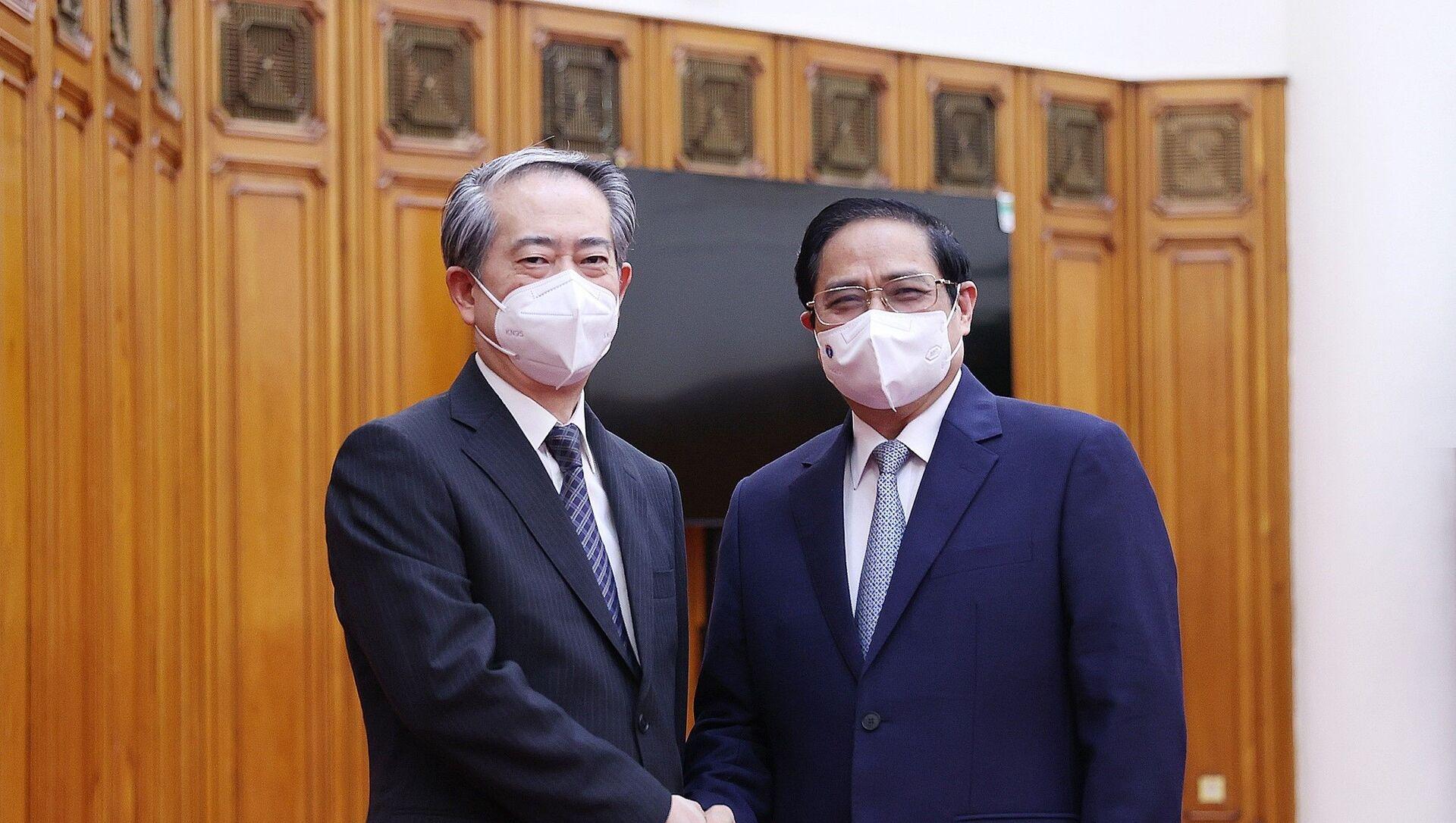 Thủ tướng Phạm Minh Chính với Đại sứ Hùng Ba tại buổi tiếp. - Sputnik Việt Nam, 1920, 24.08.2021