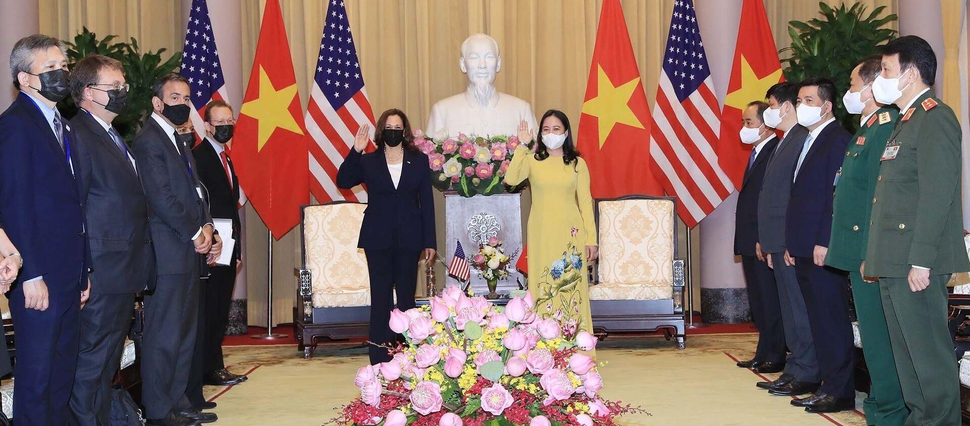 Phó Chủ tịch nước Võ Thị Ánh Xuân và Phó Tổng thống Hoa Kỳ Kamala Harris tại buổi tiếp - Sputnik Việt Nam, 1920, 25.08.2021