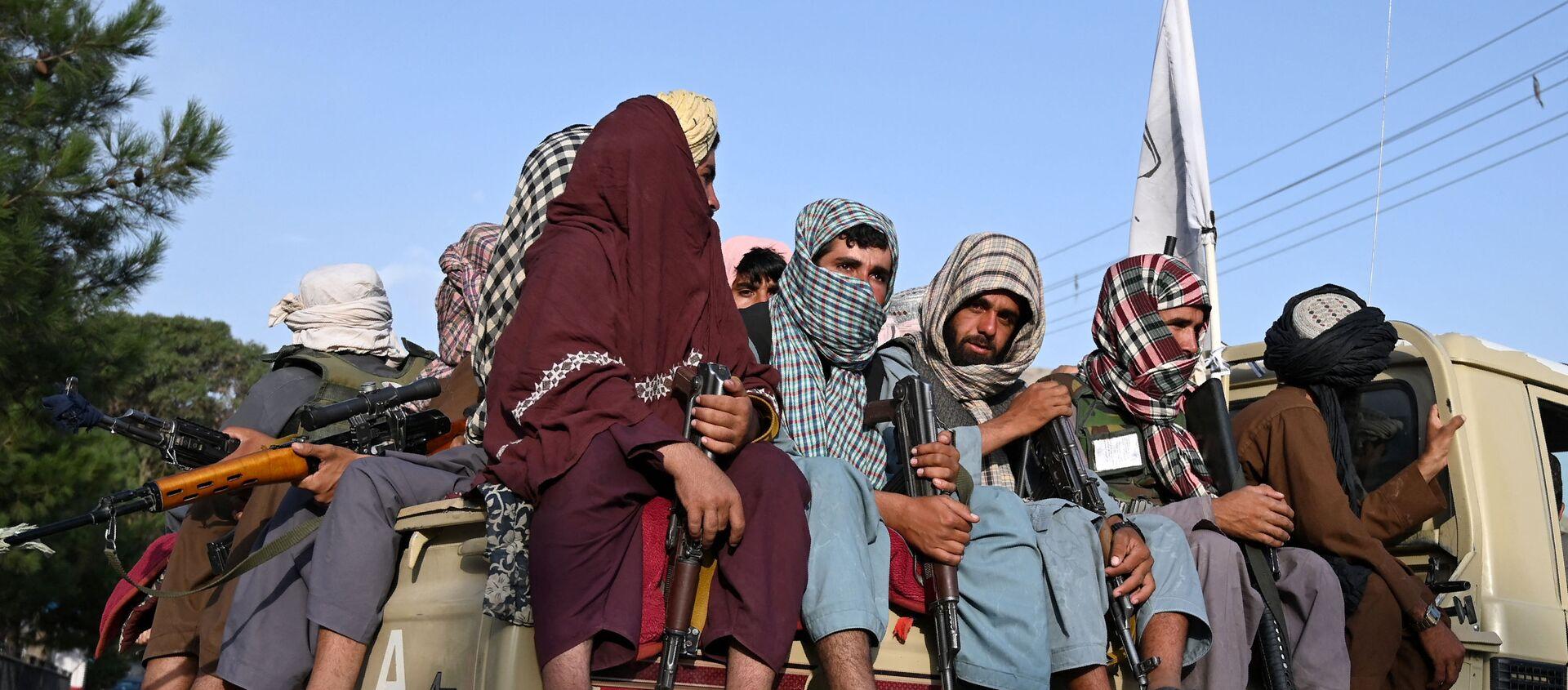 Các chiến binh Taliban * tuần tra đường phố ở Kabul, Afghanistan - Sputnik Việt Nam, 1920, 01.09.2021