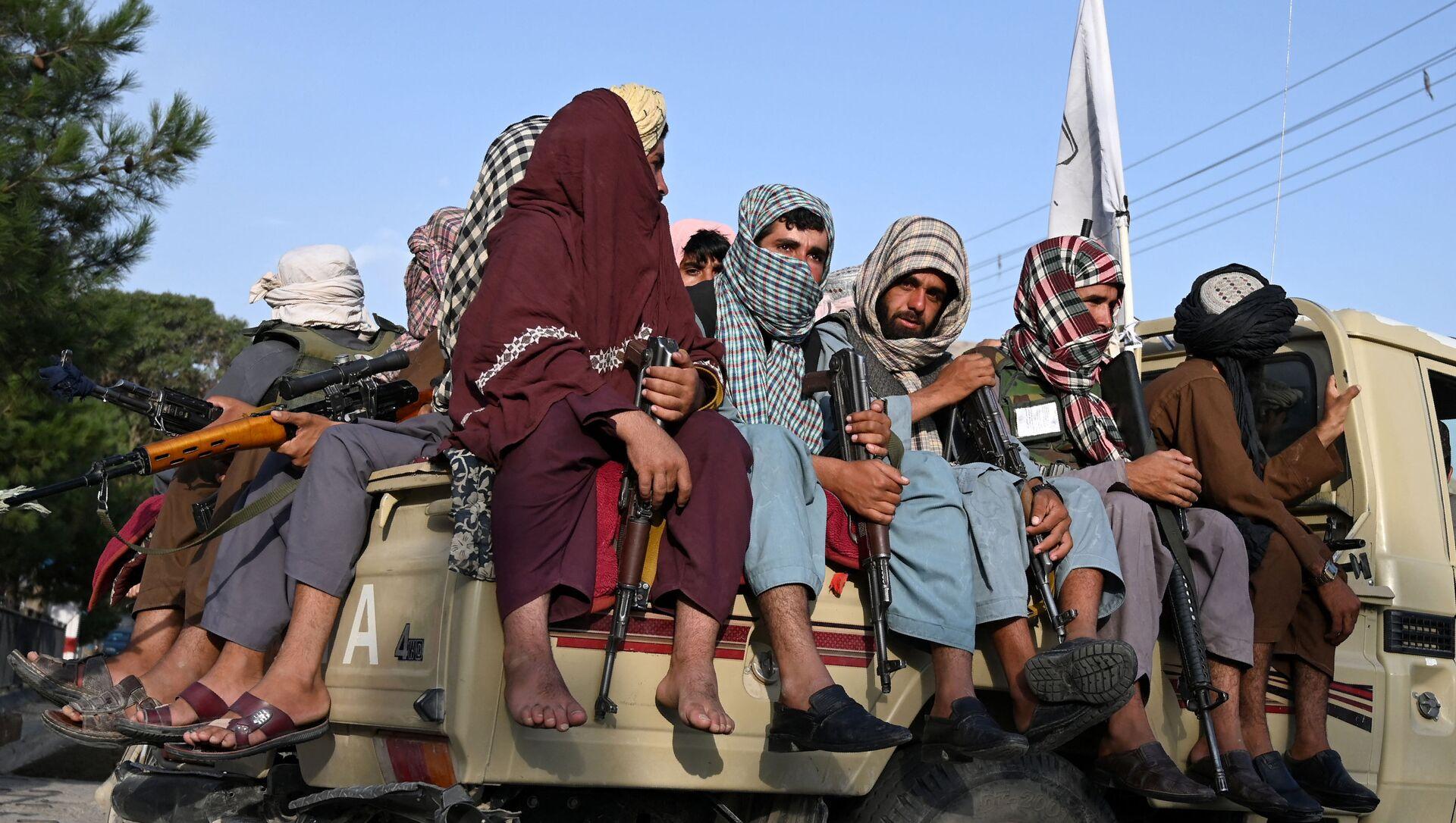 Các chiến binh Taliban * tuần tra đường phố ở Kabul, Afghanistan - Sputnik Việt Nam, 1920, 25.08.2021