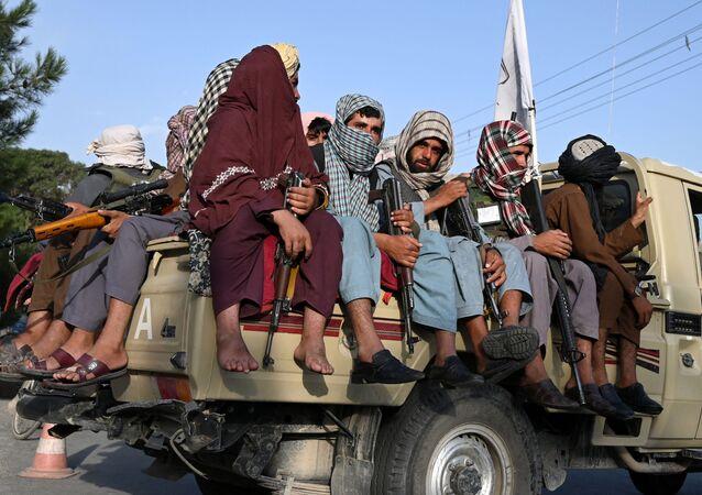 Các chiến binh Taliban * tuần tra đường phố ở Kabul, Afghanistan