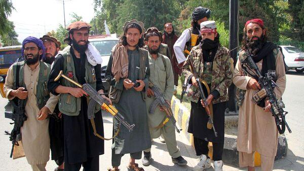 Các chiến binh Taliban * ở Mehtarlam, Afghanistan - Sputnik Việt Nam