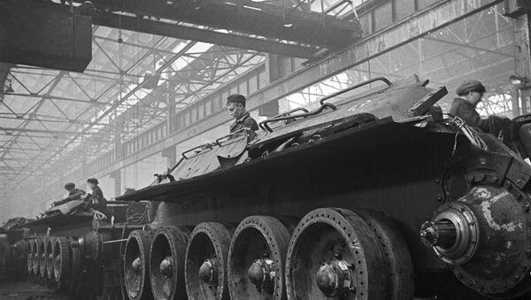 Dây chuyền lắp ráp xe tăng tại Nhà máy xe tăng Ural số 183 ở Nizhny Tagil (nay là Tập đoàn khoa học và sản xuất Uralvagonzavod mang tên F.E.Dzerzhinsky). - Sputnik Việt Nam