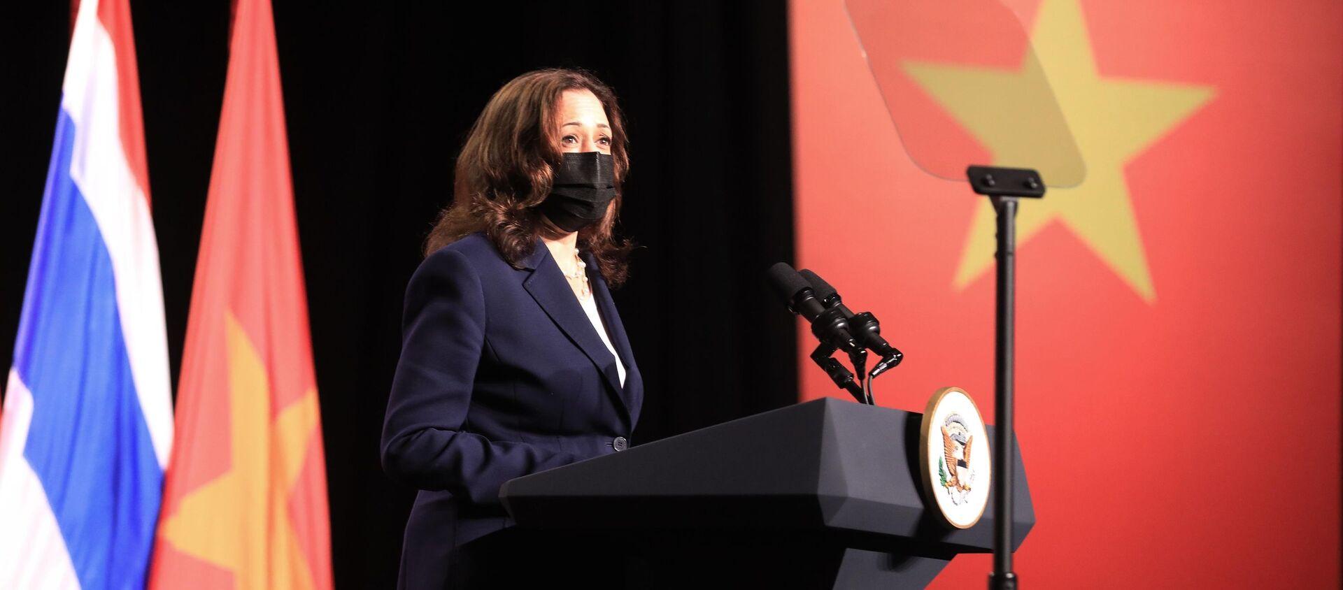 Phó Tổng thống Hoa Kỳ Kamala Haris phát biểu tại Lễ khai trương Văn phòng khu vực Đông Nam Á của Trung tâm Phòng ngừa và Kiểm soát Bệnh tật Hoa Kỳ (USCDC) tại Hà Nội - Sputnik Việt Nam, 1920, 26.08.2021