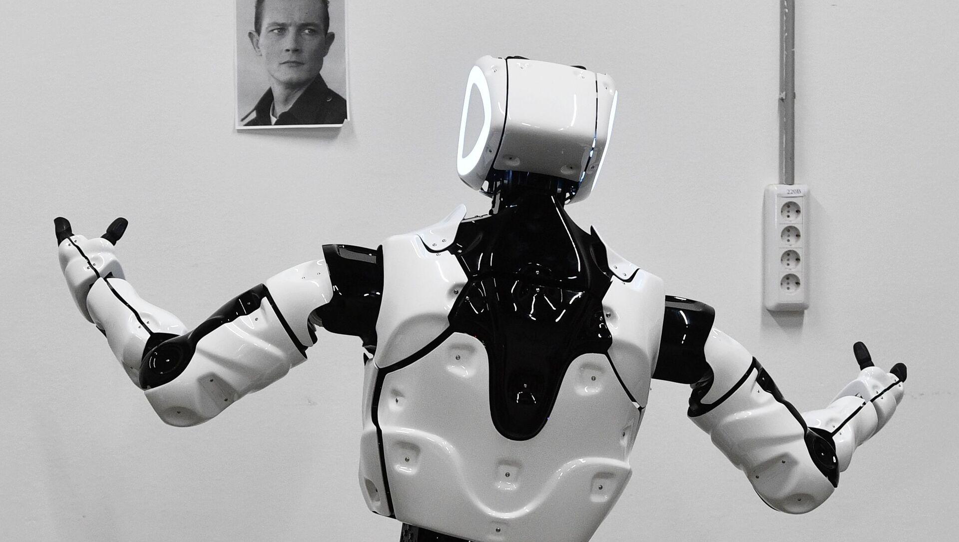 Thử nghiệm robot Promobot V. 4 trong xưởng của công ty sản xuất robot Promobot ở Perm - Sputnik Việt Nam, 1920, 25.09.2021