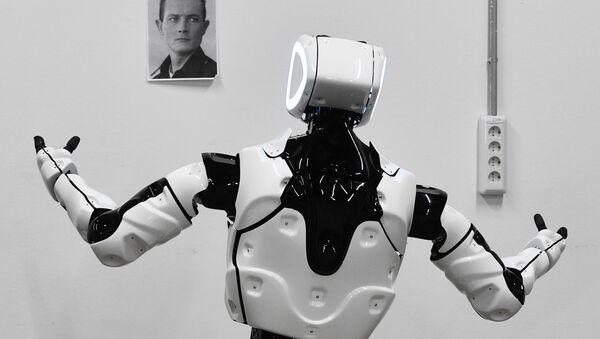 Thử nghiệm robot Promobot V. 4 trong xưởng của công ty sản xuất robot Promobot ở Perm - Sputnik Việt Nam