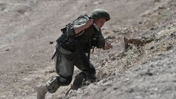 Một người lính tại một buổi biểu diễn trình diễn trong Diễn đàn Kỹ thuật và Quân sự Quốc tế Army 2021 - Sputnik Việt Nam